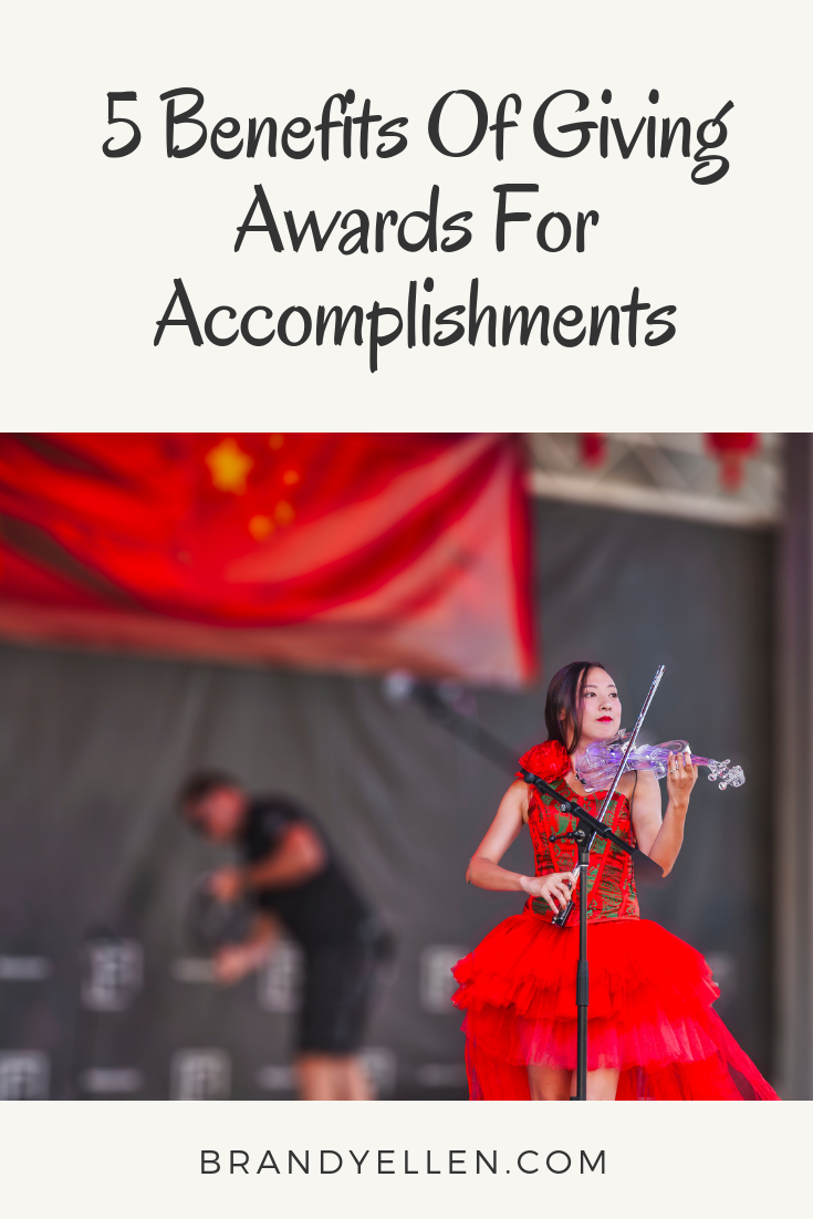 5 Benefits Of Giving Awards For Accomplishments